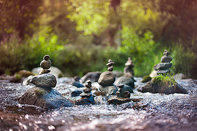 River cairn - p1007m854302 by Tilby Vattard
