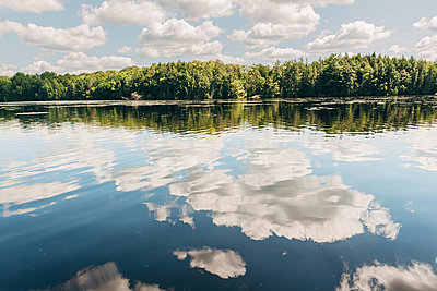 Mirror image at Chandos Lake - p1065m982643 by KNSY Bande