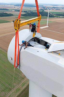 Aufbau eines Windrades - p1079m880937 von Ulrich Mertens