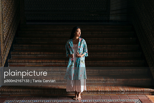 Young asian woman with kimono - p300m2167133 von Tania Cervián