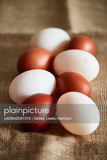 White and brown eggs on linen cloth - p429m2091310 by Debby Lewis-Harrison