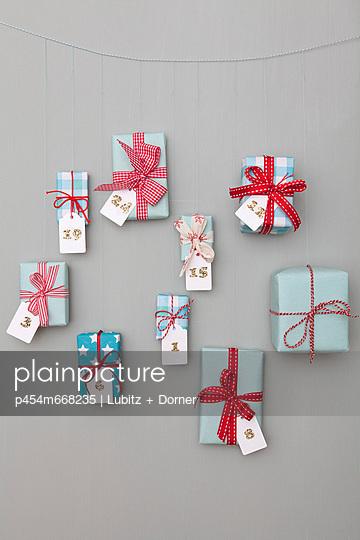 Presents - p454m668235 by Lubitz + Dorner