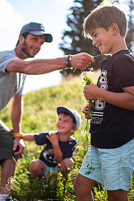 Father and sons have fun in the mountains, France  - p1007m2219945 by Tilby Vattard