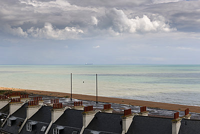 English Channel from Folkestone - p1048m1069207 by Mark Wagner
