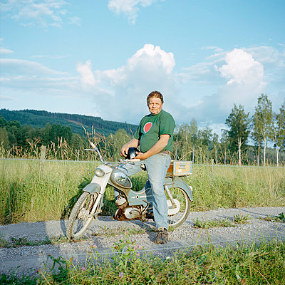Mature man on old motorcycle - p528m805128 by Johan Willner