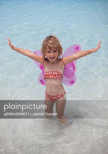 Ein glücklicher Schmetterling - p045m2038671 von Jasmin Sander