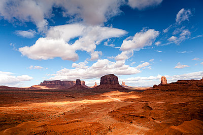 Scenic view of Monument Valley - p1094m1209074 by Patrick Strattner