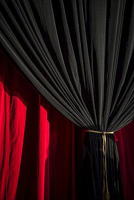Theatervorhang - p1170m1044337 von Bjanka Kadic