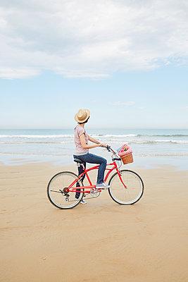 Fahrrad-Strandtour - p464m1133883 von Elektrons 08