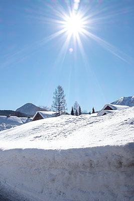 Verschneites Dorf - p1433m2071757 von Wolf Kettler