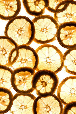 Lemon slices - p450m1146941 by Hanka Steidle
