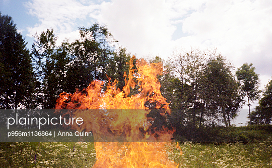 Outdoor fire - p956m1136864 by Anna Quinn
