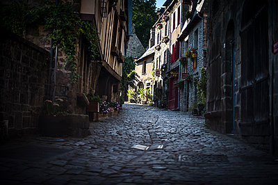 Old alleyway in Dinan - p1007m1216537 by Tilby Vattard