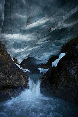 Gletscher mit Eishoehle - p4163220 von Dominik Reipka