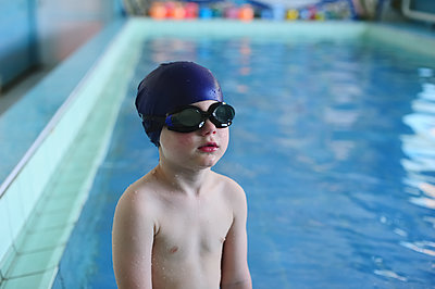 The boy learn to swim in the indoor pool - p1412m1488268 by Svetlana Shemeleva