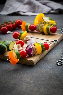 Raw vegetarian grill skewers on wooden board - p300m2012842 by Larissa Veronesi