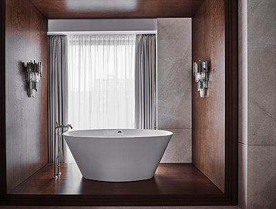 Badezimmer in einer Villa - p390m2263701 von Frank Herfort