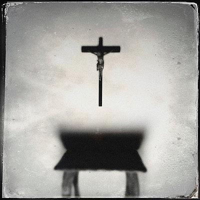 Altar - p586m822902 by Kniel Synnatzschke