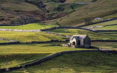 Dales Barn - p1072m1163411 by Peter Paterson