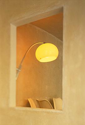 Wandöffnung, Lampe - p3860697 von Karin Hessmann