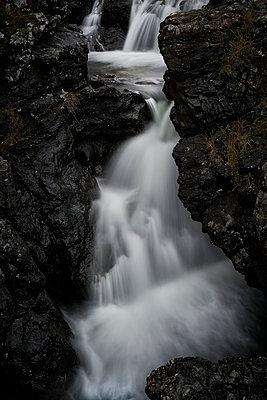 Black Falls - p587m1104270 von Spitta + Hellwig