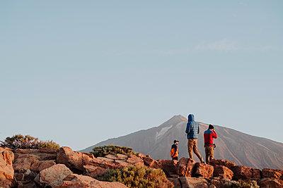 Photographers in the top of Guajara Mountain in El Teide - p1166m2131219 by Cavan Images