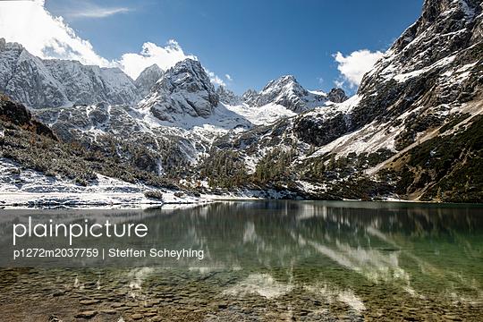 Bergsee im Winter - p1272m2037759 von Steffen Scheyhing