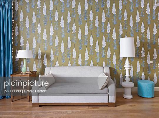Weißes Sofa - p3900389 von Frank Herfort