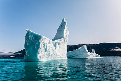 Iceberg in the shape of a ship, climate change - p1166m2292761 by Cavan Images