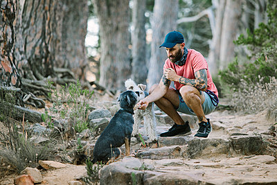 South Africa, Man with two dogs - p1640m2246190 by Holly & John