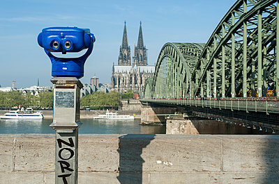 View onto Cologne Cathedral - p267m945046 by Ingo Kukatz