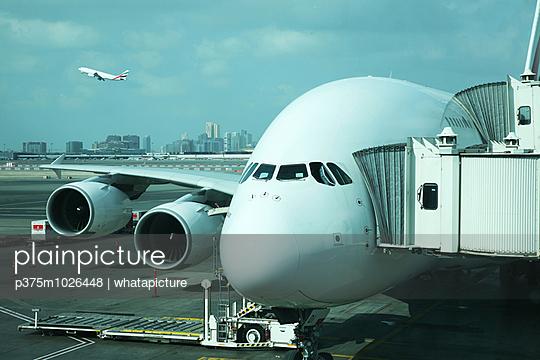 A380, Dubai - p375m1026448 by whatapicture