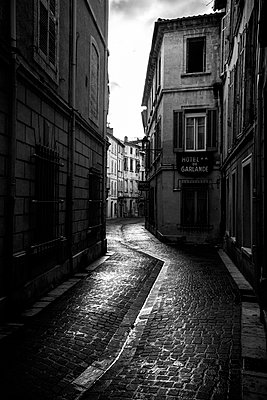 Old lane in Avignon VIII - p1113m902072 by Colas Declercq