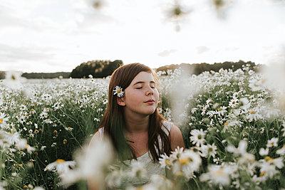 Girl in flower field - p1507m2168011 by Emma Grann