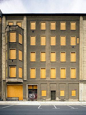 Closed building - p2800306 by victor s. brigola