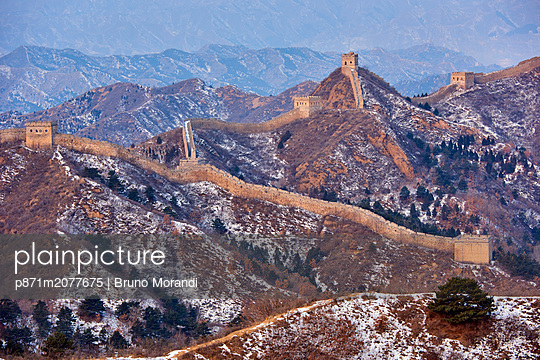 Aerial view of the Jinshanling and Simatai sections of the Great Wall of China, Unesco World Heritage Site, China, East Asia - p871m2077675 by Bruno Morandi