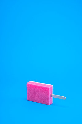 dishwashing time - p1165m2021105 by Pierro Luca