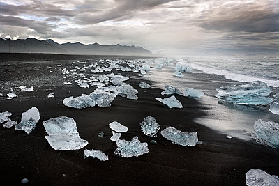Iceland, South of Iceland, Joekulsarlon glacier lake, icebergs - p300m2024223 by Dirk Moll
