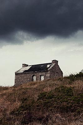 Verlassenes Haus auf Ouessant - p470m2053087 von Ingrid Michel