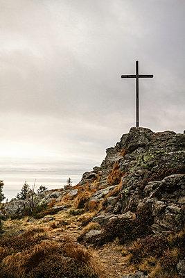 Cross on rocky hilltop - p429m756496 by Manuel Sulzer