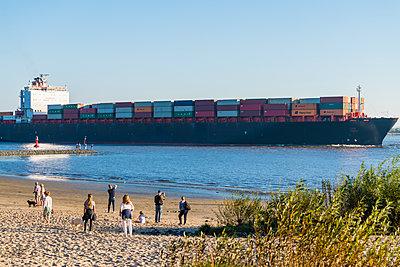 Containerschiff - p488m2028062 von Bias