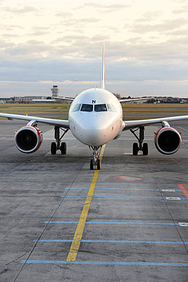 Airbus A320 - p1048m812910 by Aviation
