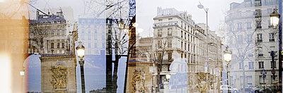 Triumphal arch in Paris - p1293m1193488 by Manuela Dörr