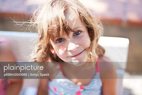 Kleines Mädchen - p699m2043666 von Sonja Speck
