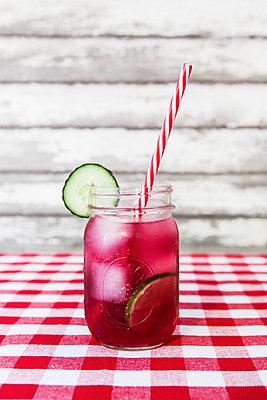 Sommer-Cocktail - p1094m1015335 von Patrick Strattner