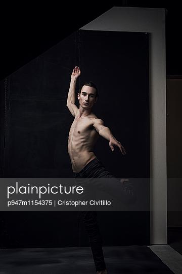 Tänzer - p947m1154375 von Cristopher Civitillo