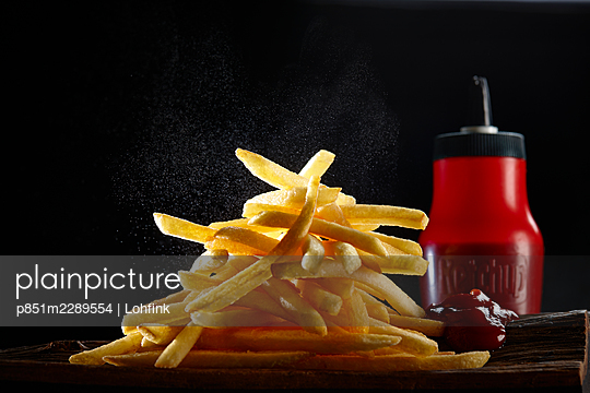 French fries and ketchup in a bottle - p851m2289554 by Lohfink