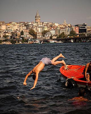 Jumping into the Bosporus - p1062m871852 by Viviana Falcomer