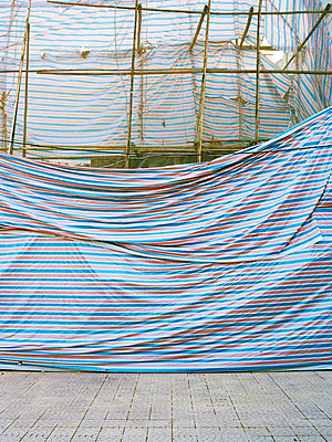 Building site, Hanoi - p1177m965833 by Philip Frowein