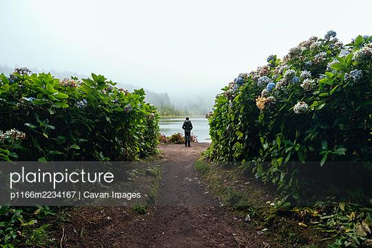 Silhouette of a tourist man enjoying views - p1166m2234167 by Cavan Images